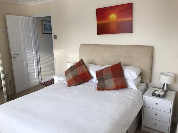 Double Room with En-Suite & Parking