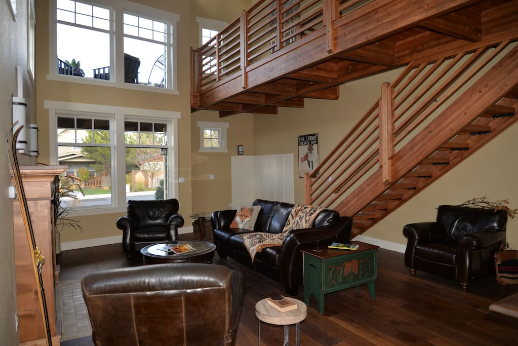 The Northwest feel is set by generous use of natural wood.Rustic Modern Ambiance ~ Mountain Views From Upper Deck ~ 10 min walk to Old Mill District & River Walk Trails