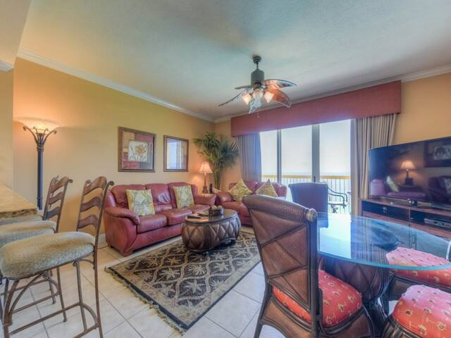 Classic Floridian oceanfront 22nd floor condo w/ shared pool & fitness center!