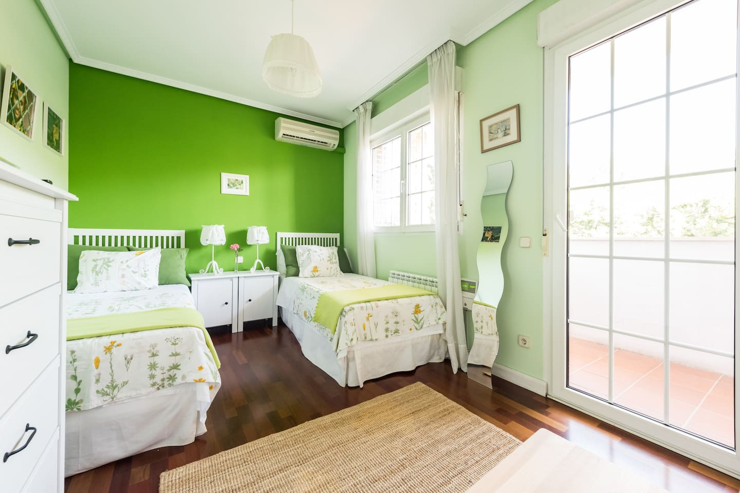 Beautiful twin bed double room with en suite bathroom and private terrace