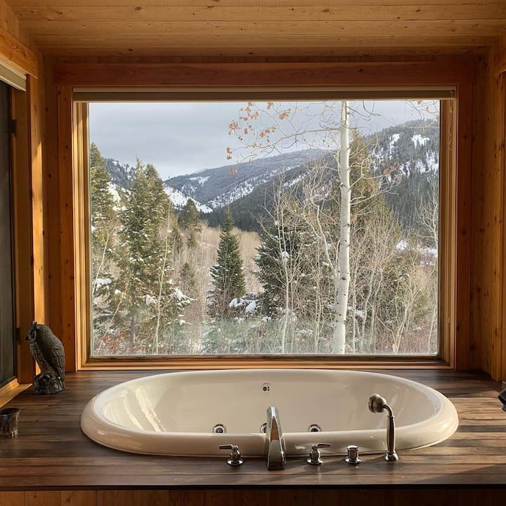2 Bdrm Private Guest Cabin with Mountain Views