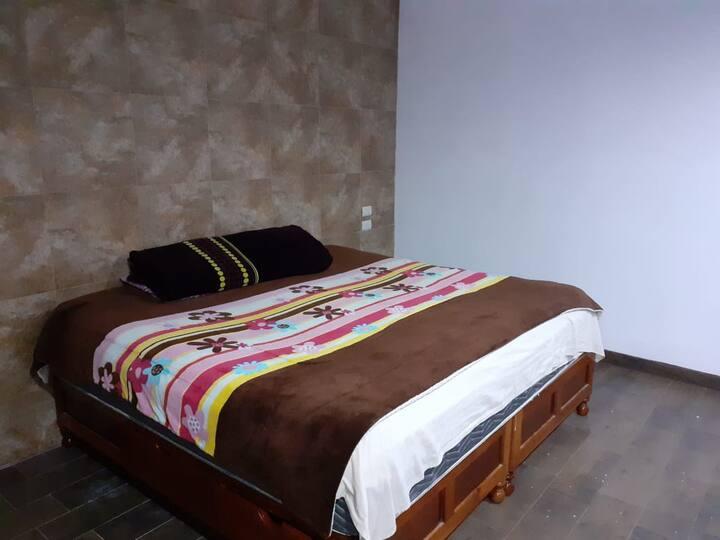 Habitación en casa acogedora, limpia y fresca.
