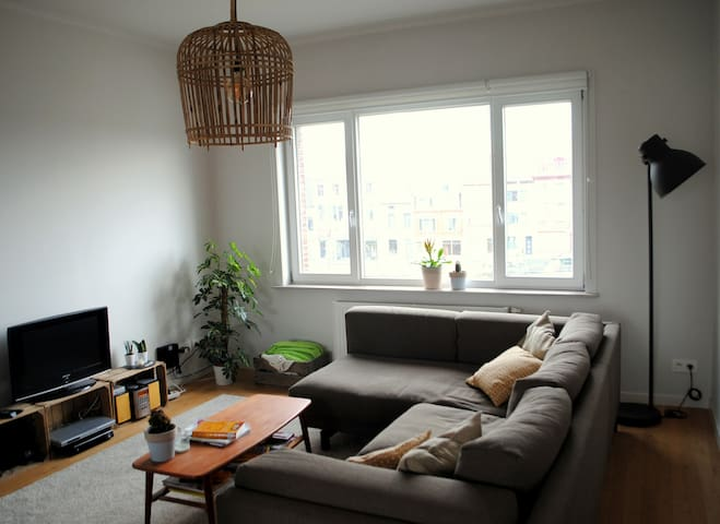 Big and bright apartment - Gent - Huoneisto
