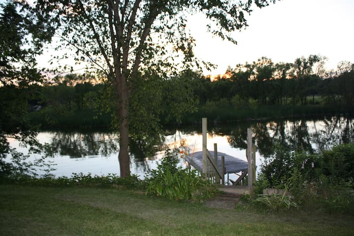 Yahara River Home just 13 miles from DT Madison!