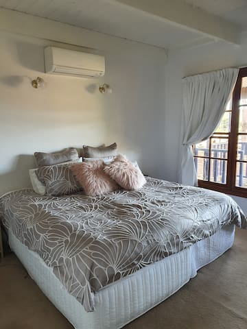 Bedroom 1 Beautiful outlook to the dams...wake up refreshed