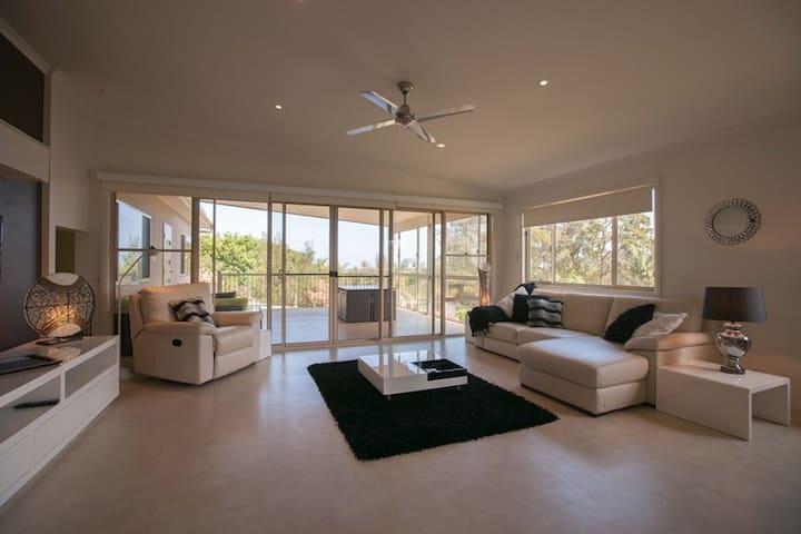 Easy Capizzi Estate - Emerald Beach - Huis