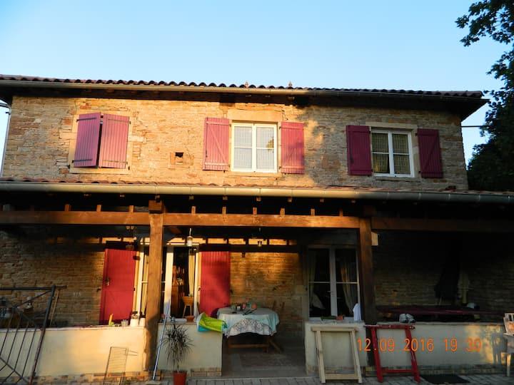 maison en pierre proche MACON et Solutré ,au calme