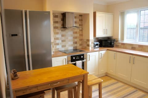 Hedgehog Cottage, Sleeps 3, on street parking