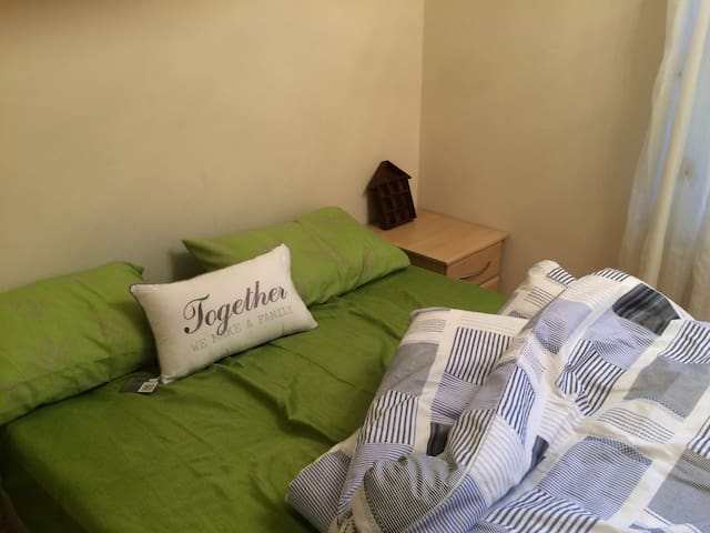 Lovely double Room @ CITY AIRPORT & CANARY WHARF - London