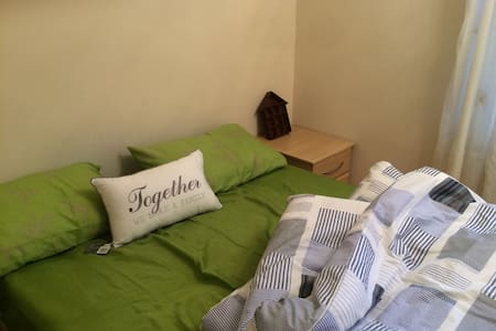 Lovely double Room @ CITY AIRPORT & CANARY WHARF - London - Leilighet