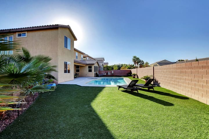 Spectacular Pool Home | 5 Bedrooms-3 Master Suites
