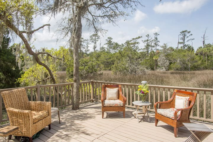 Quick hop to Savannah or beach(King bed) on marsh - Savannah - Huis
