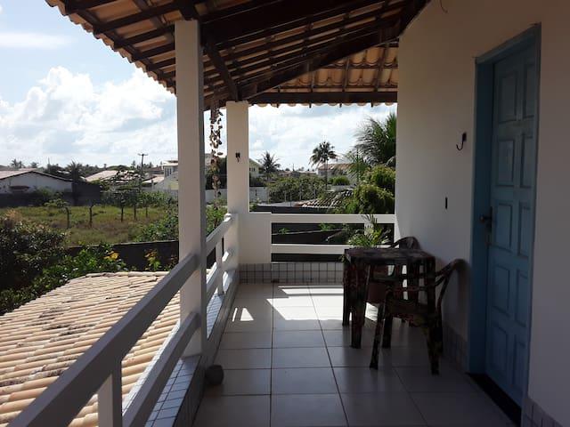 Suite  independente, com varanda e cheiro de mar