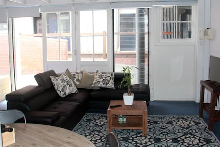 Airy, central Freo warehouse apartment (2 BR) - Fremantle