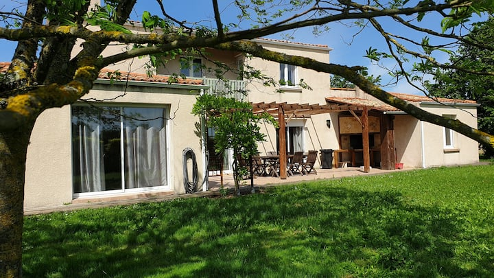 Spacious villa 280m² in a quiet area, La Rochelle.
