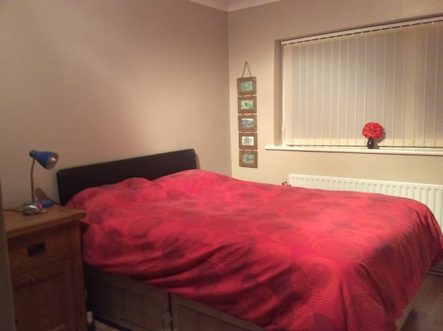 Box hill double bed with ensuite - Surrey - Dom