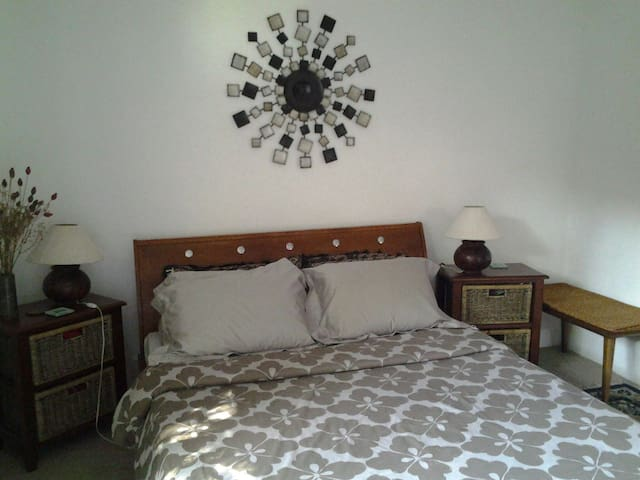 Bed and slap up bfast..$60 for 2 - Willetton - Casa