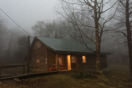 Quiet cozy cabin in the hills-Quick access to NWA