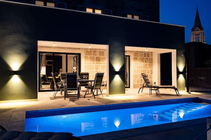 VILLA DIVERSI  - Luxury  Renovated Stone Home