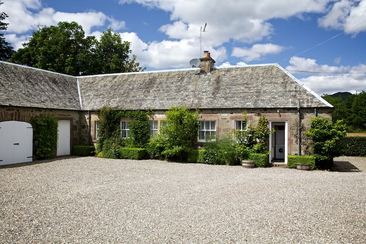 Tomnagaske Cottage - Comrie - House