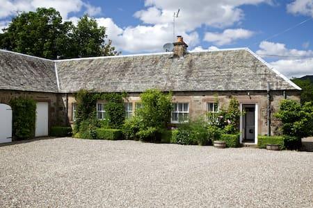 Tomnagaske Cottage - Comrie - House