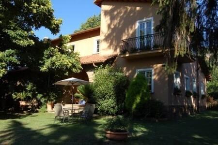 Villa Panvini Rosati-stanza verde - Rocca di Papa - 住宿加早餐