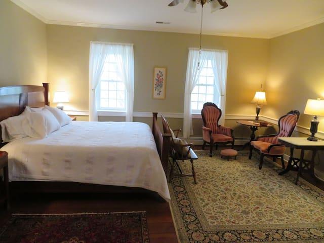 Coyner Room w/King bed
