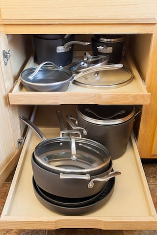 Brand-new calphalon cookware is exclusively yours during your stay