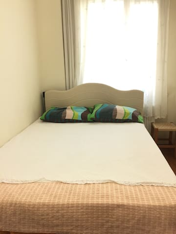 King size bed economy room