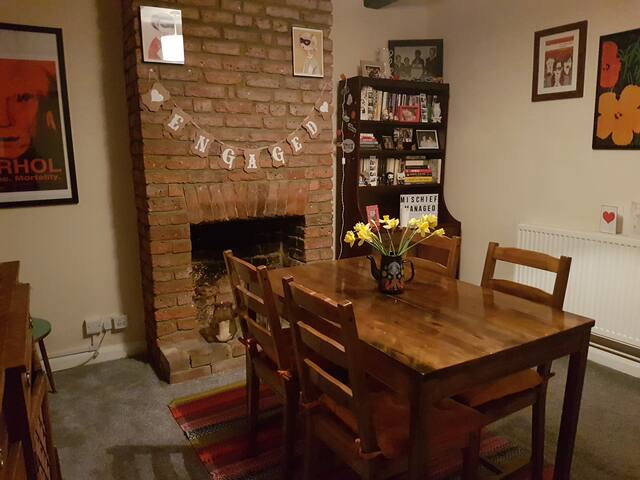 Victorian cottage in the heart of Epsom - Epsom - Casa