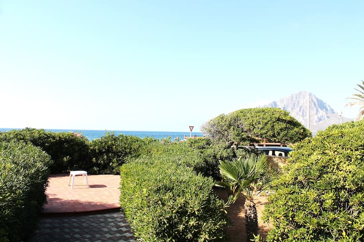 House with garden next the beach Monte Cofano - Cortigliolo - Villa
