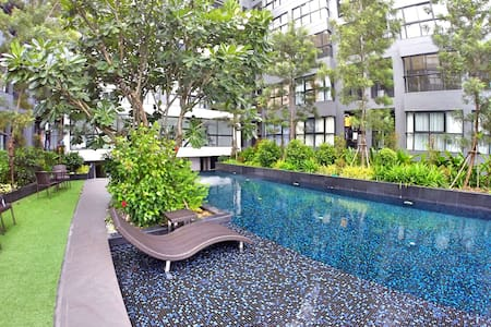Good deal 1 BR near skytrain and free 18Mbps wifi - Bangkok