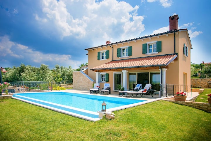 Luxury villa with private pool and panoramic view, 2 km from Sveti Lovrec