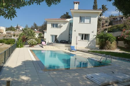 Modern villa with private pool & panoramic views - Girne - 別荘