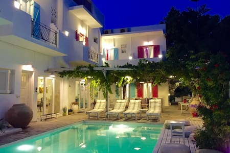2 bedroom apartment 4 persons Paros - Αλυκή - Bed & Breakfast