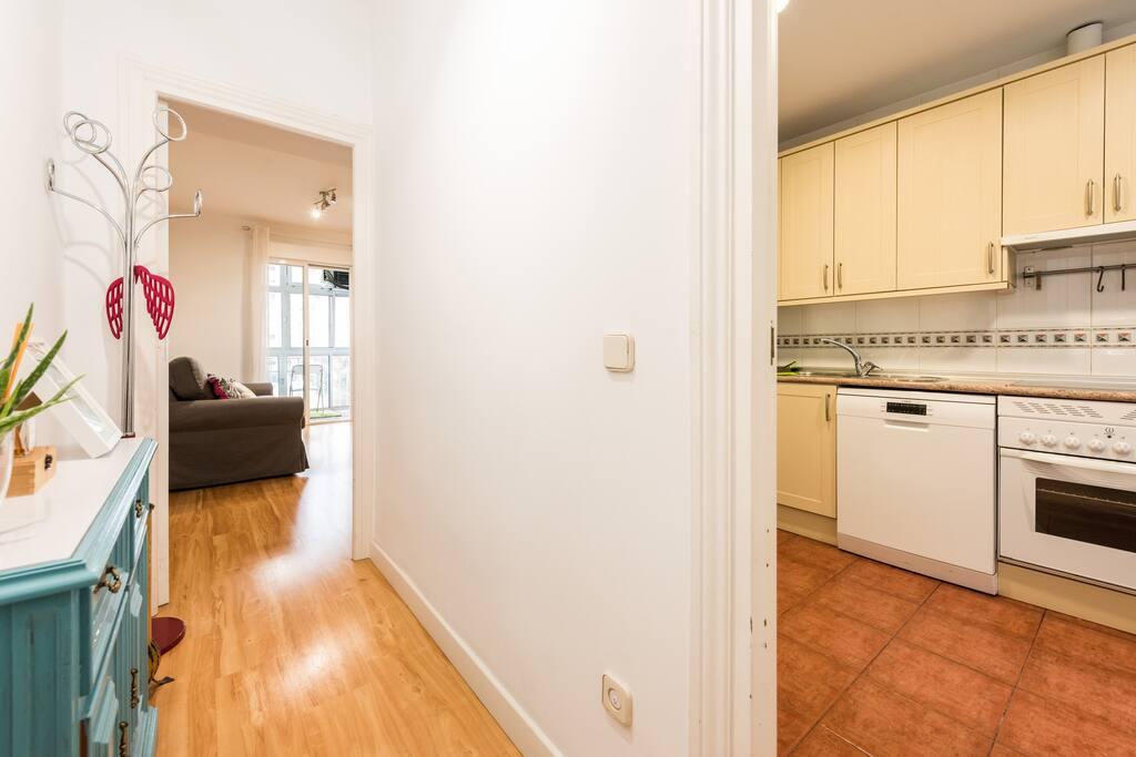 Recibidor y cocina - Hall and kitchen