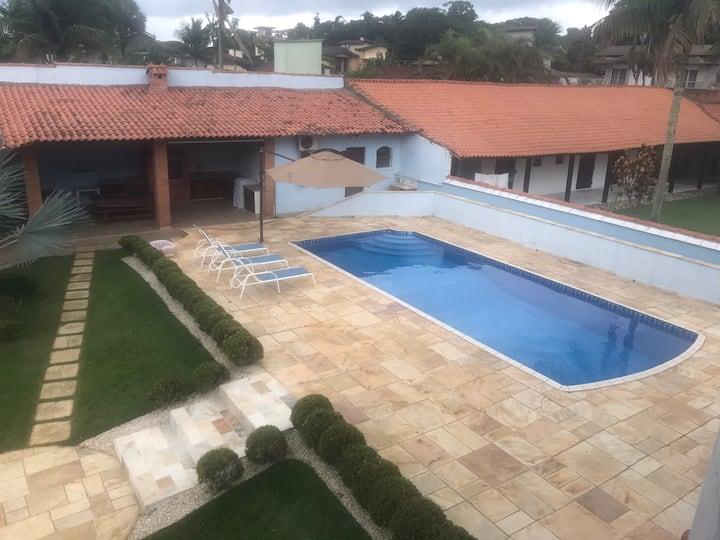 Casa de hóspedes com churrasqueira e piscina I