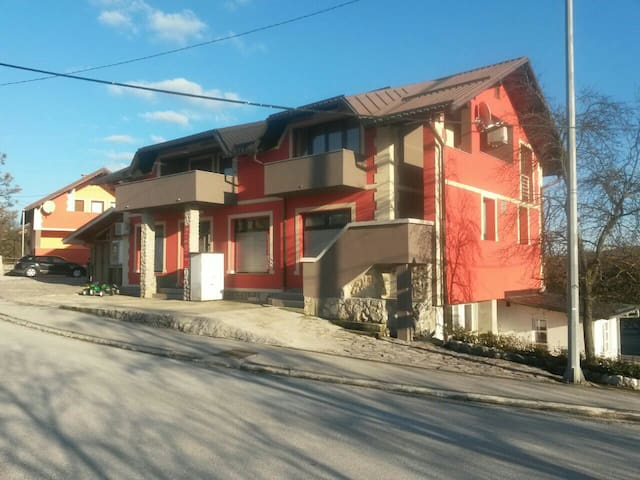 RED HOUSE - Slunj - Hus