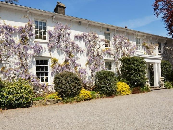 Luxury Gated 3 Bedroom Cottage, Cowbridge.