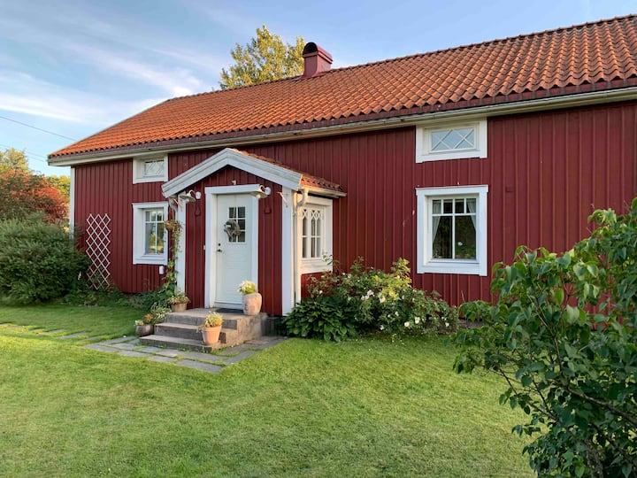 Charmigt stort torp lantligt beläget utanför Borås