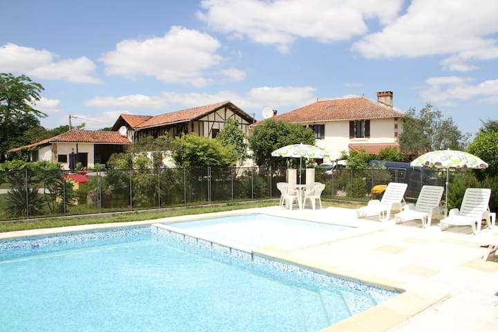 La Feniere @ France getaway (up to 10 people) - Lagarde-Hachan - Apartemen
