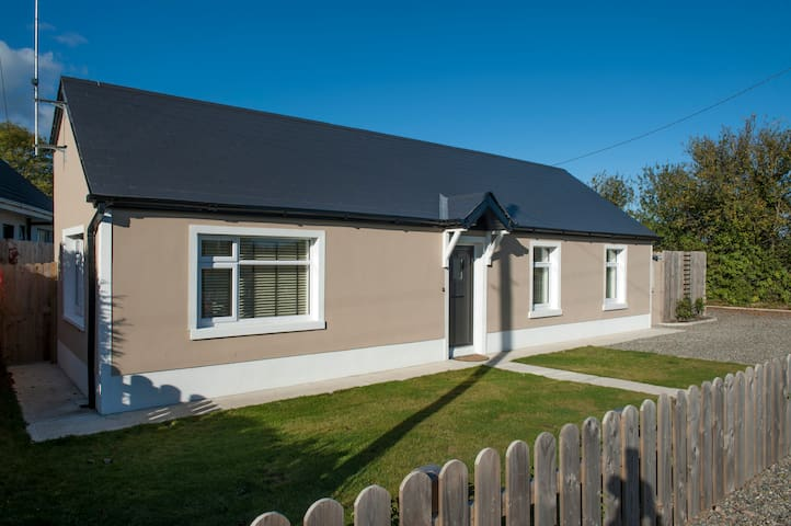 Country cottage beside the sea - Drogheda  - Huis