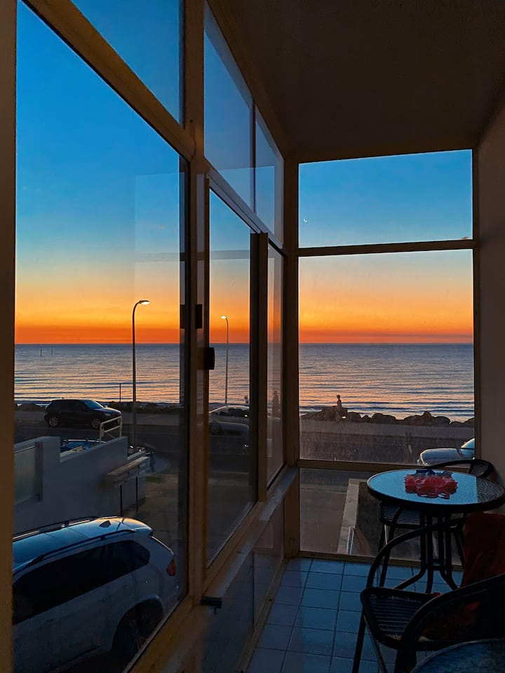 beachfront  2 bed unit with uninterrupted views
