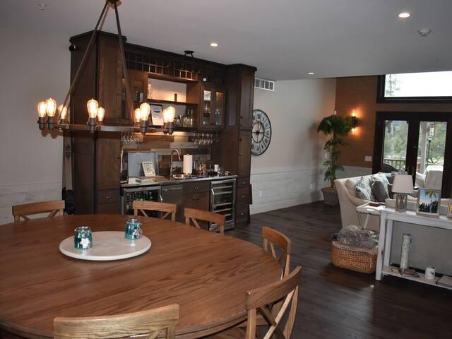 Dining Area Floor 1