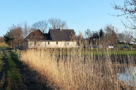 Beautifully situated farmhouse - Skævinge - Haus