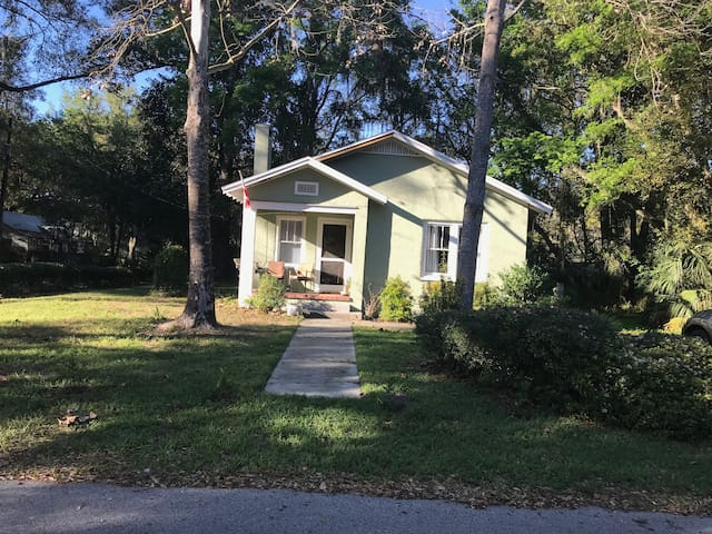 Lantana Street Home -- Walk to BHG Stadium and UF