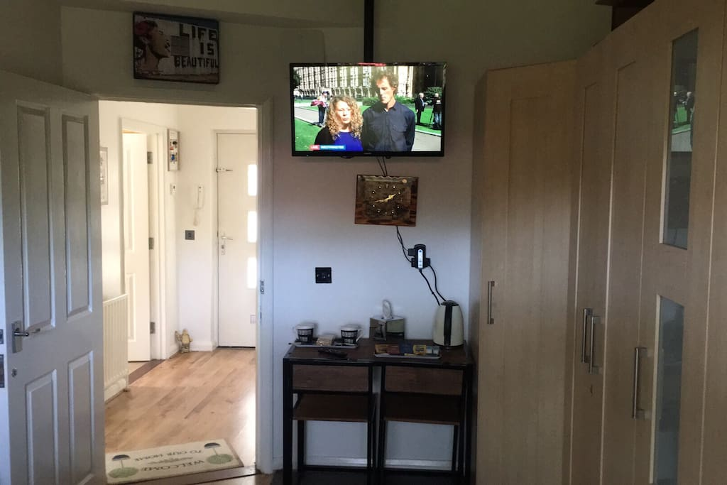 32 inch flat screen tv for guests