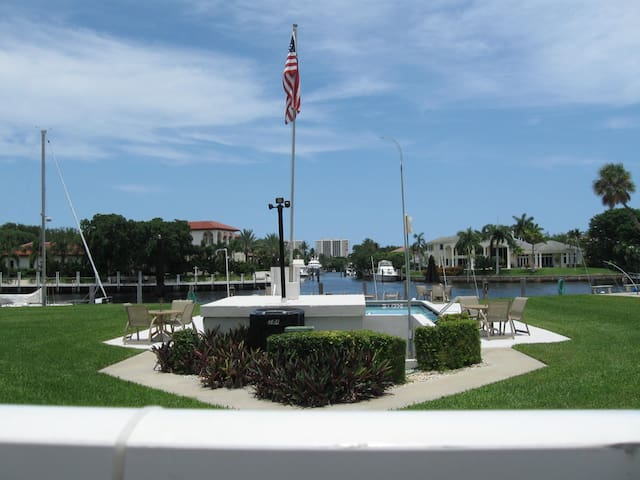 LOVELY APARTMENT 1 MILE TO BEACH - DEERFIELD BEACH