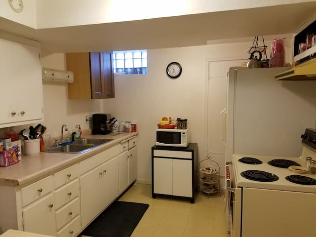 In-Law Apartment- 1 Bdrm - Sleeps 2 to 4