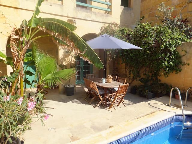 Beautiful Gozo Famhouse with a pool